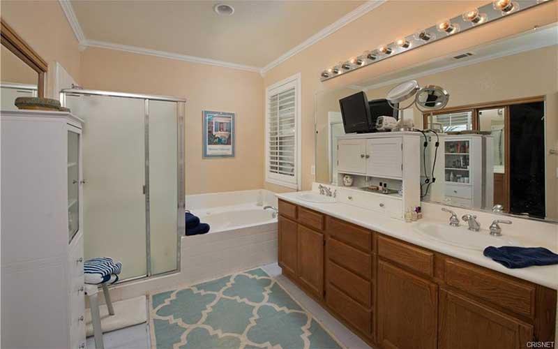 34405 Aspen Primary Bathroom