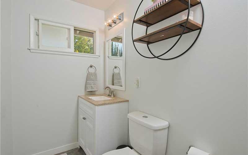 6451 Lederer bathroom 2