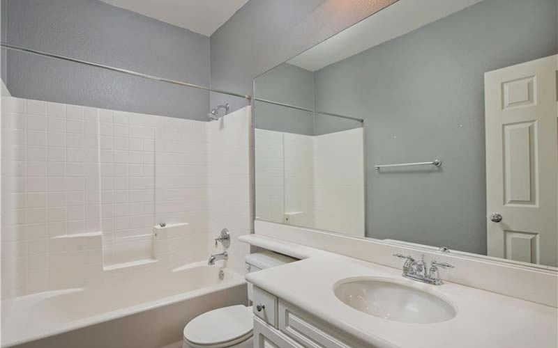 24138 Meadowlark Lane Bathroom 2